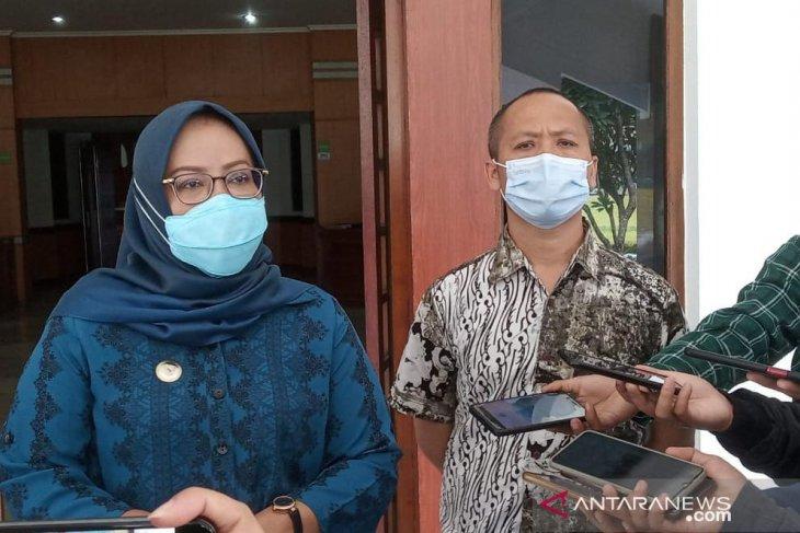 Bupati Bogor beri guru ngaji insentif untuk bantu kampanyekan prokes