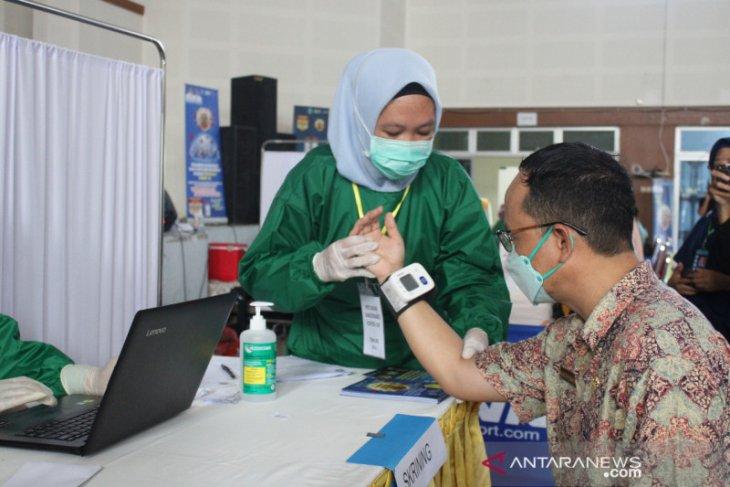 Bupati Bangka Tengah ajak masyarakat sukseskan gerakan vaksinasi COVID-19