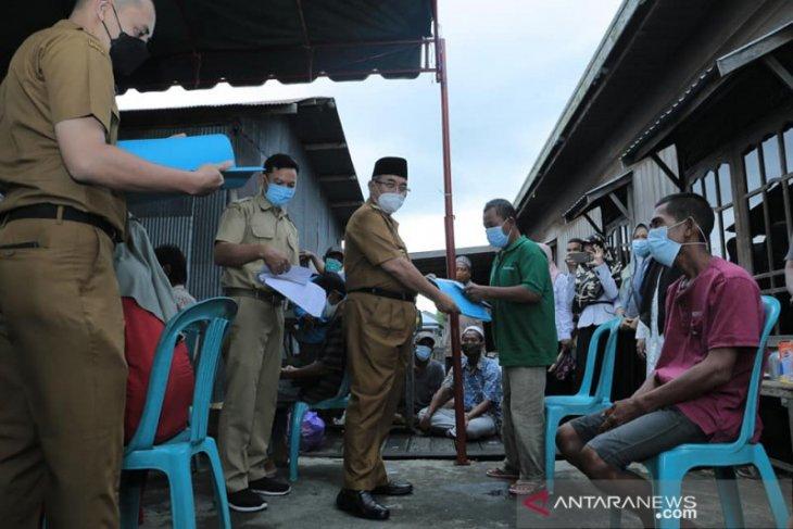 Bupati HSS serahkan bantuan untuk korban kebakaran Pakan Dalam