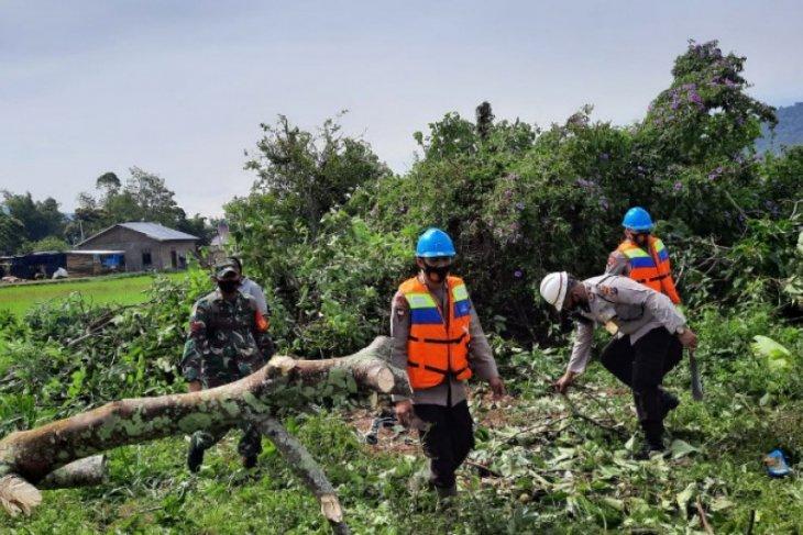 Brimob Sumut turunkan tim bantu korban puting beliung di Tapanuli Utara