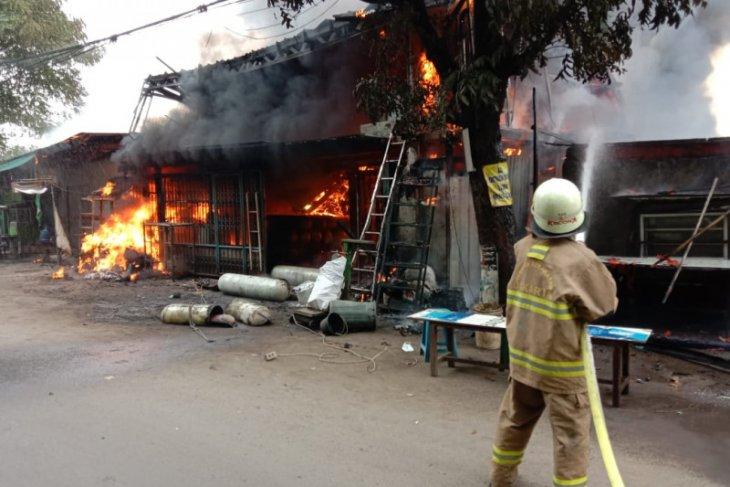 Percikan api las sebabkan kebakaran di Jaktim