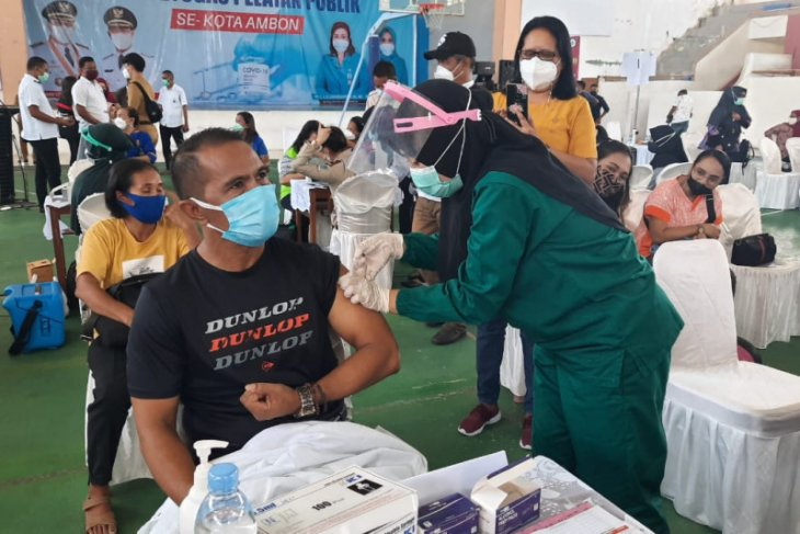 Pemkot Ambon selenggarakan vaksinasi COVID -19 massal bagi pelayan publik
