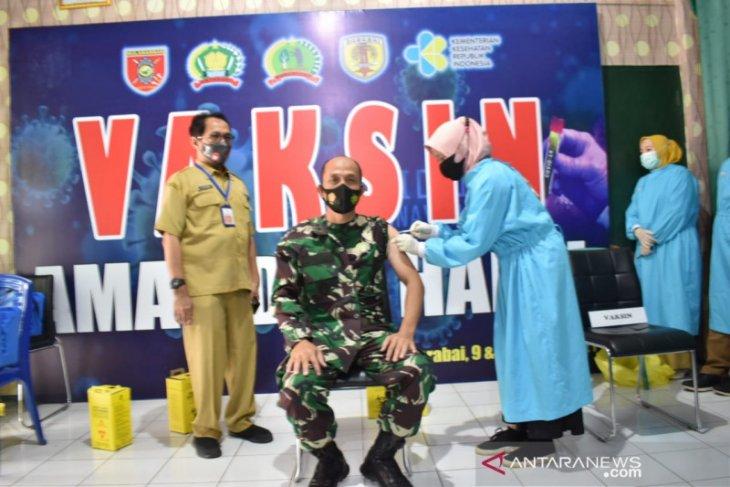 Pemkab HST vaksin 577 personel TNI
