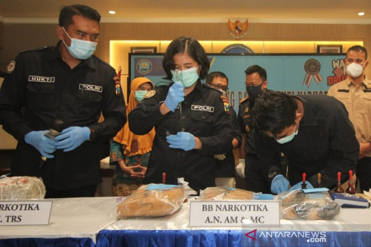 BNNP Jatim musnahkan 4,1 kg barang bukti ganja