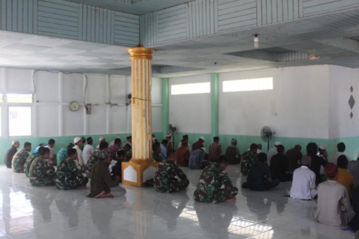 Personel TMMD  Kodim 1206/PSB juga ikuti kegiatan keagamanan