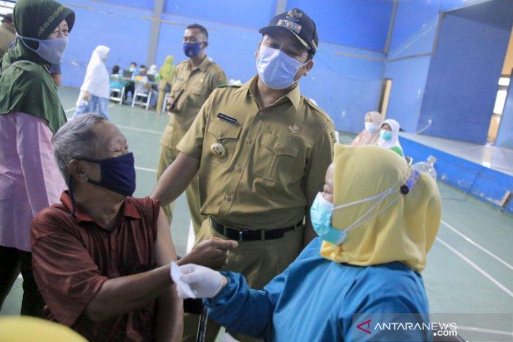 Lansia di Kota Tangerang mulai jalani vaksinasi COVID-19