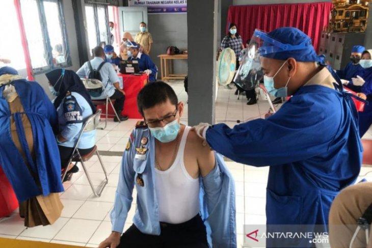 Vaksinasi COVID-19 di Rutan Kandangan sasar 54 orang petugas