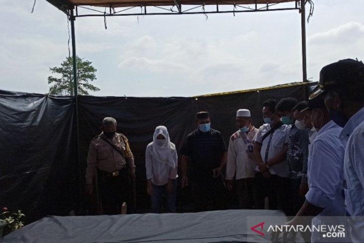 Polisi bongkar makam tahanan Polsek Sunggal untuk penyelidikan