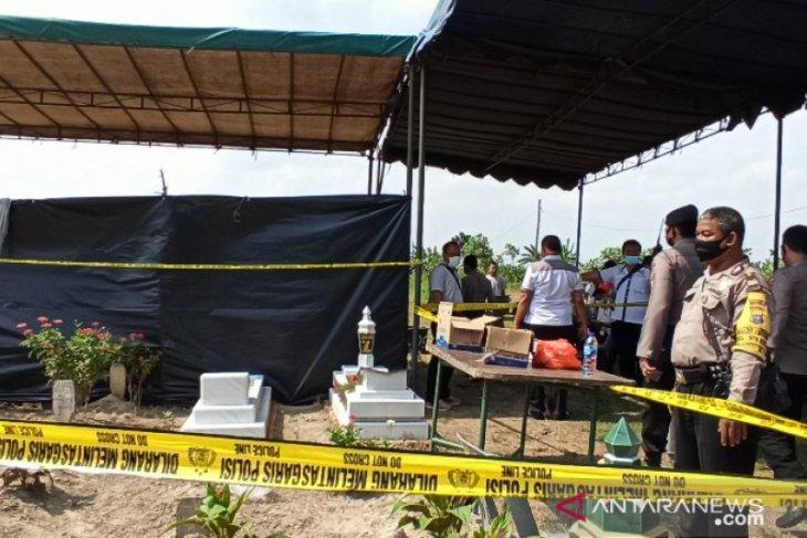 Makam dibongkar, tim forensik ambil jaringan otak tahanan Polsek Sunggal yang meninggal