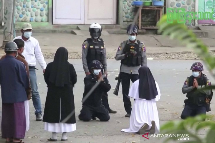 Milter Myanmar gunakan taktik tempur lawan pengunjuk rasa
