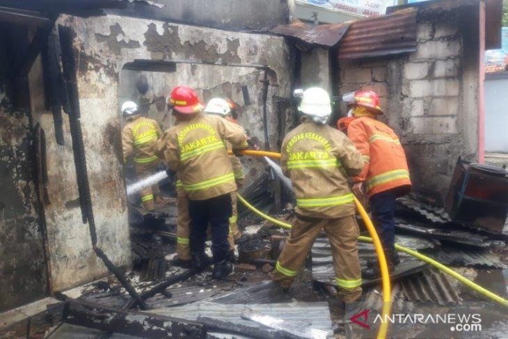 Damkar kerahkan delapan mobil pemadam ke kebakaran di Jakarta Selatan