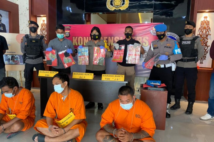 Bali police apprehend three released drug convicts in Klungkung