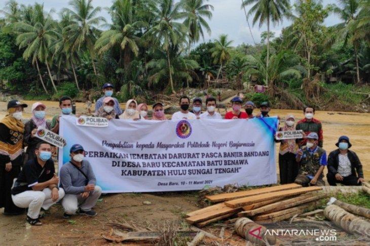 Video-Poliban bantu pembangunan jembatan sementara di Desa Baru, HST