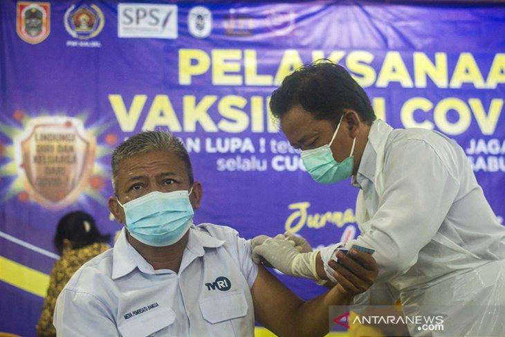 Vaksinasi COVID-19 Untuk Wartawan Di Kalsel