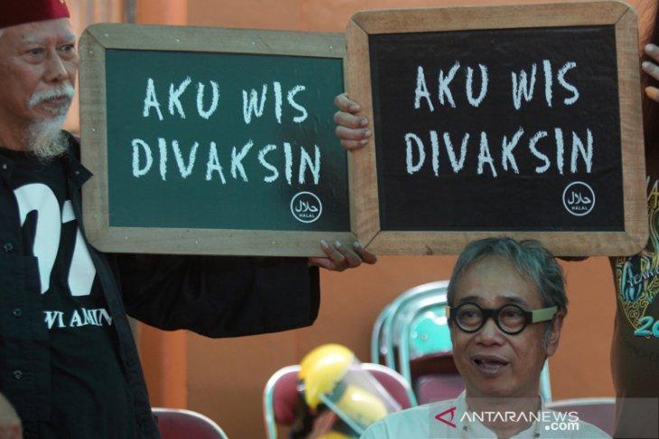 Jokowi menyaksikan secara langsung vaksinasi COVID-19 terhadap 500 seniman