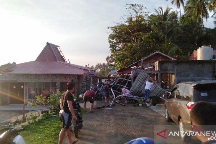 Puluhan rumah di Gunungsitoli rusak dilanda puting  beliung
