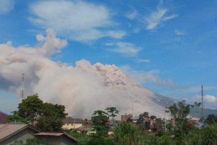 Sinabung dua kali erupsi luncurkan awan panas guguran 3.000 meter