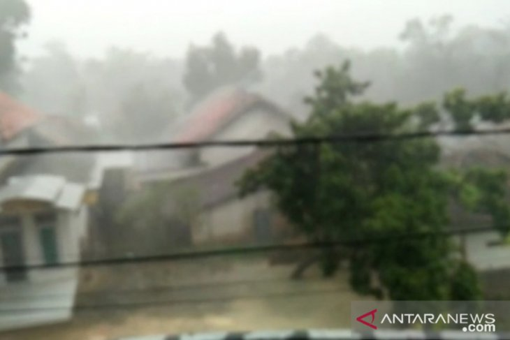 BMKG forecasts torrential rains, blustery winds in most of Java