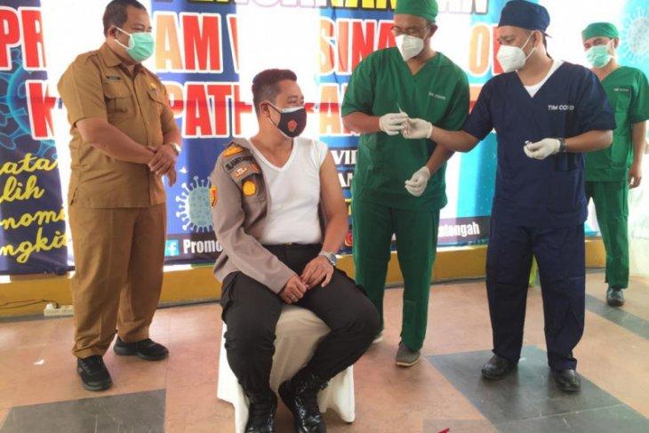 100 personel Polres Bangka Tengah disuntik vaksin COVID-19