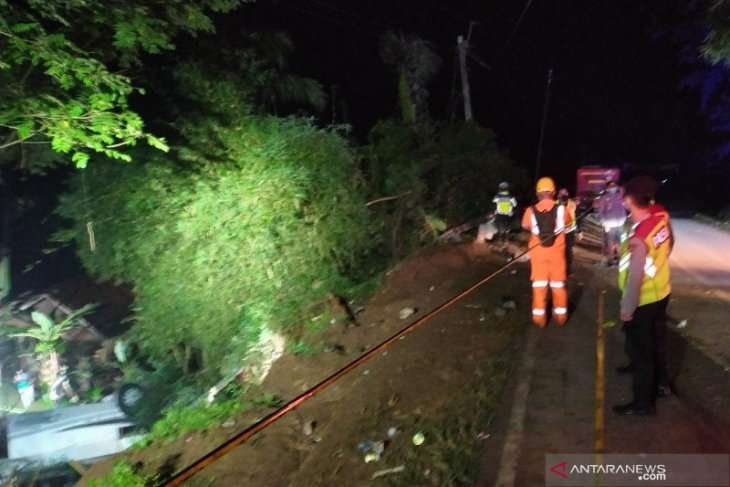 Polisi gelar olah TKP kecelakaan bus di Sumedang