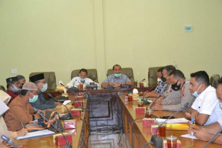 Pimpinan DPRD Langkat RDP dengan korban penipuan
