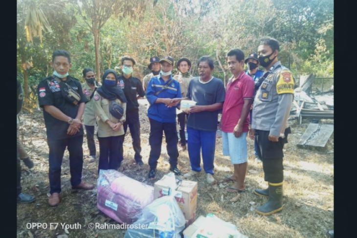 Tagana Kapuas Hulu bantu korban kebakaran di Tanjung Karang