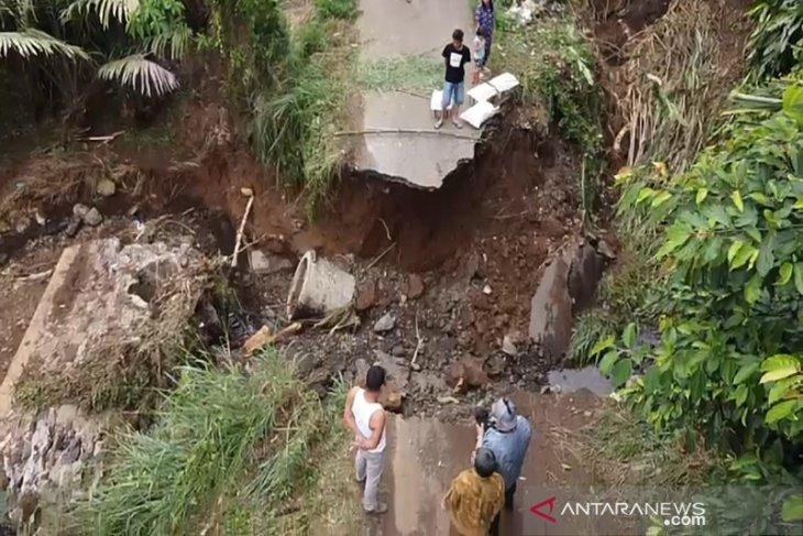 Bupati Tapsel: Jembatan bailey solusi hubungkan jalan desa yang putus dihantam banjir bandang