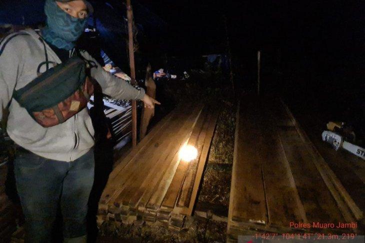 Tim gabungan temukan peralatan pembalakan liar di kawasan hutan Muarojambi