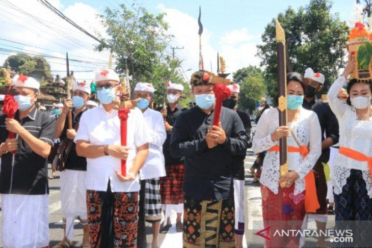 Hadiri upacara Mecaru, Bupati luncurkan maskot Bangli