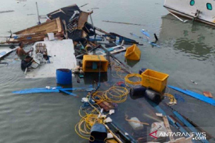Tiga orang luka-luka akibat ledakan kapal