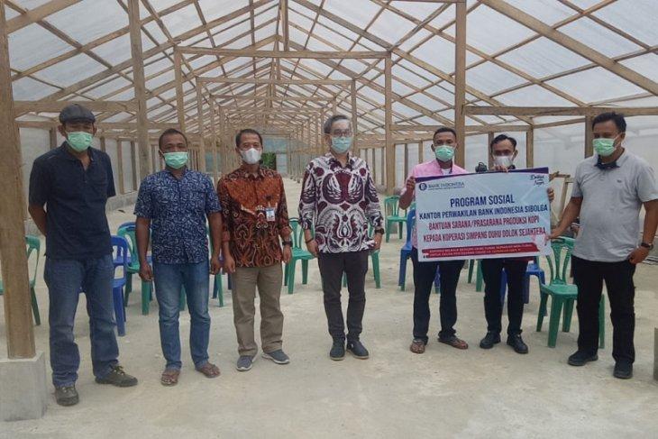 Bantu UMKM di tengah COVID-19, dua koperasi di Madina terima bantuan BI