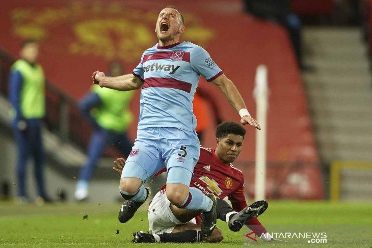 Manchester United menundukkan Brighton & Hove Albion  2-1