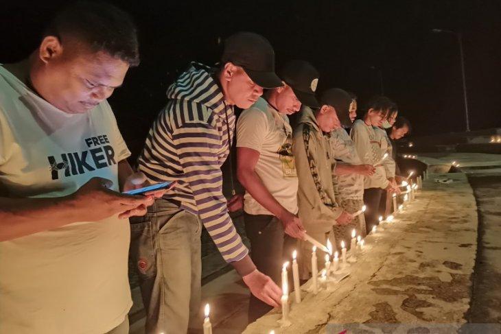 Masyarakat Kepulauan Tanimbar bakar 1.000 lilin perjuangkan hak PI 10 persen Blok Masela