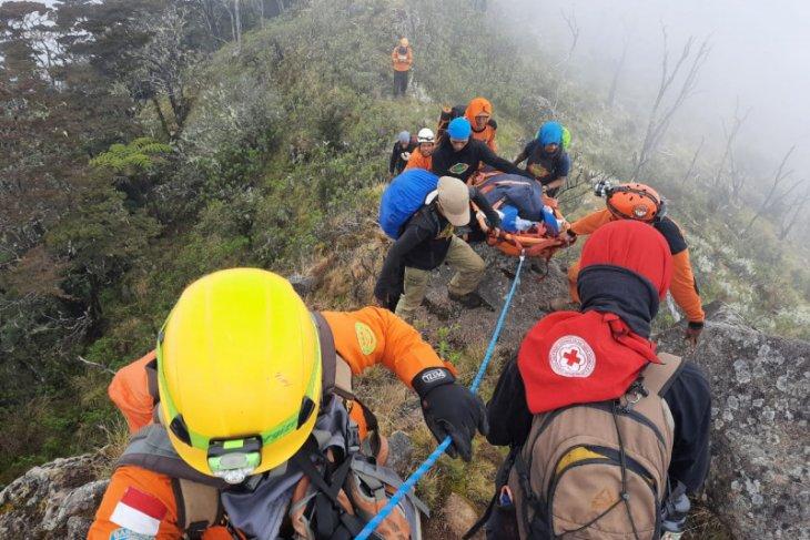 Tim SAR evakuasi pendaki yang terjatuh ke jurang