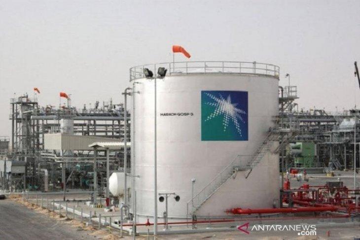 Penguncian baru rusak harapan pemulihan, harga minyak anjlok 4 persen
