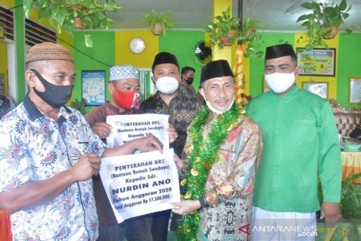 Bupati Gorontalo serahkan bantuan rumah layak huni di Tilango