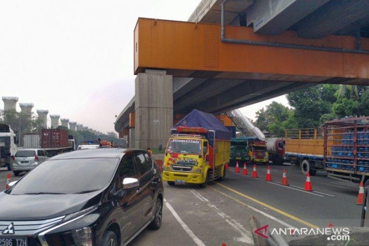 Skema lawan arah dilanjutkan atasi kepadatan Tol Jakarta-Cikampek