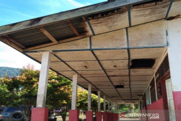 Dua sekolah di Muara Batang Gadis  butuh ruang kelas baru