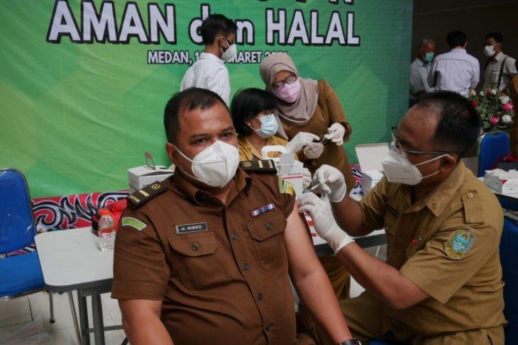 450 pegawai Kejati Sumut jalani vaksinasi COVID-19 tahap pertama