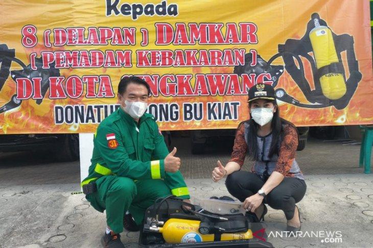 Pemkot Singkawang salurkan bantuan perlengkapan pemadam kebakaran