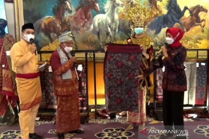 Gubernur jual Batik Jambi kepada 3 menteri dan Gubernur BI