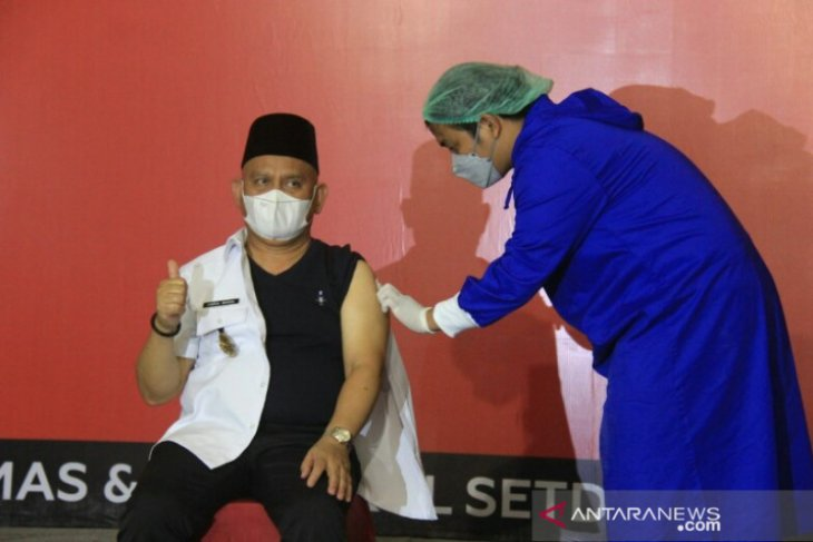 Wahid dan Husairi di vaksin COVID-19