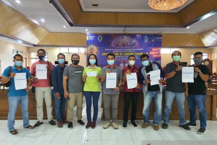 Pewarta di Batanghari mendapat suntik vaksin