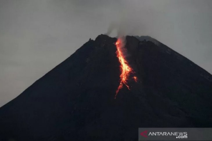 Mount Merapi unleashes incandescent lava 20 times on Friday