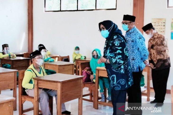 Bupati Bogor pastikan belum ada kasus COVID-19 di sekolah selama uji coba PTM