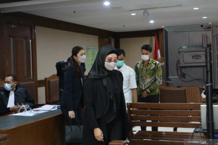 Mantan sespri mengakui disediakan apartemen dan mobil oleh Edhy Prabowo