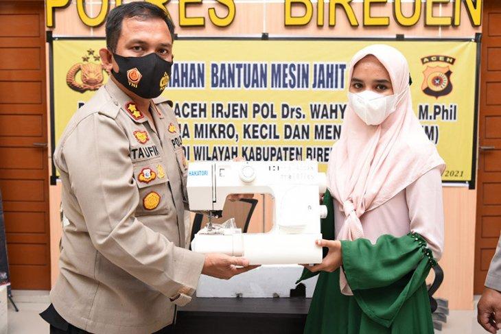 Kapolda Aceh bantu mesin jahit untuk UMKM