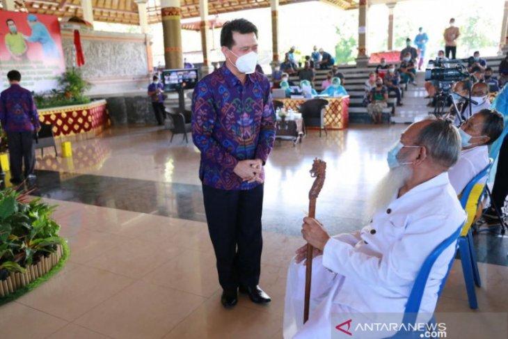 Bupati Klungkung hadiri vaksinansi massal yang dipantau Presiden secara virtual