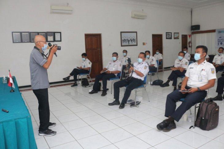 Daop Madiun gandeng PWI gelar pelatihan kehumasan bagi kepala stasiun