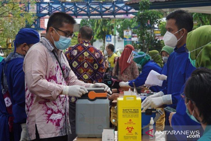 Vaksinasi COVID-19 tahap dua di Kabupaten HSS